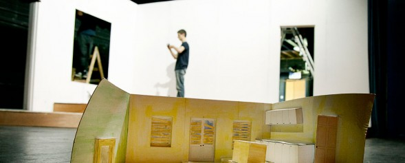 The set and its model during construction