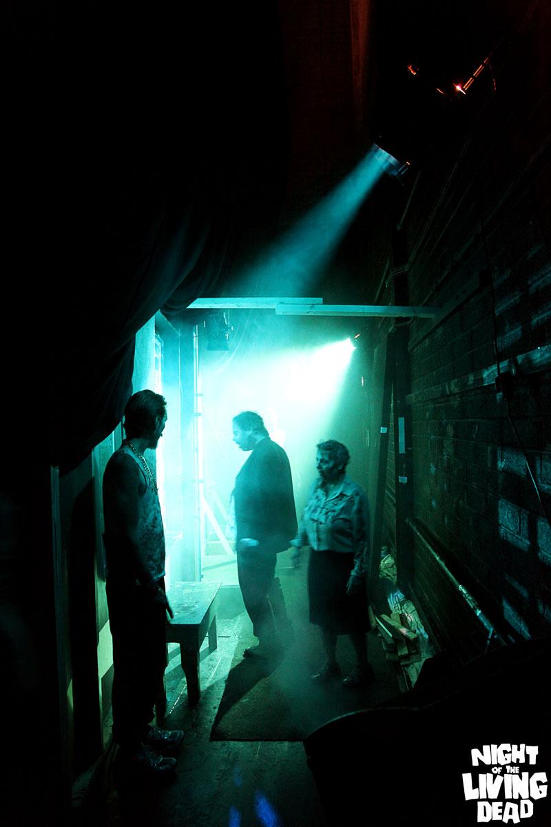 NightOfTheLivingDead_ZombieHorde1